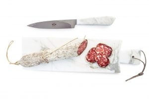 tagliere-marmo-carrara-lungo-salami
